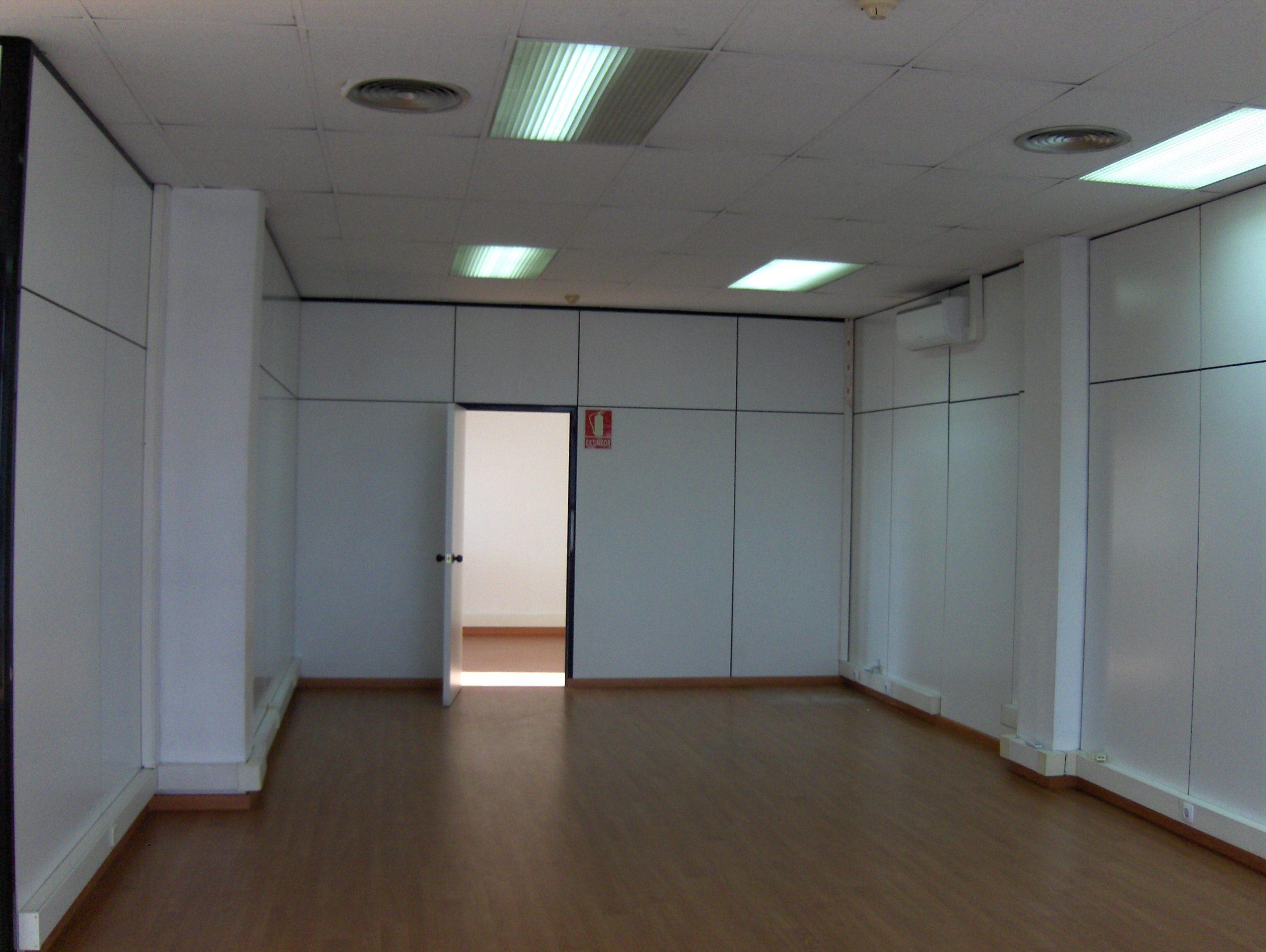 Oficina con 3 despachos